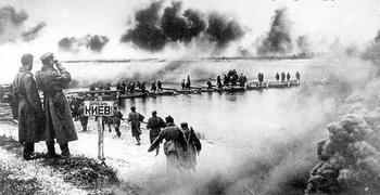 Red Army engineers build a bridge across the River Dnieper, north-east of Kiev.JPG