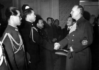 Ribbentrop mit Botschafter Oshima.jpg