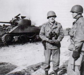 Robert T. Frederick and Robert Moore _Anzio 1944.jpg