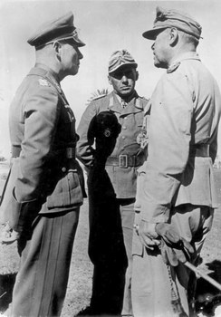 Rommel_with_Fritz_Bayerlein_&_Albert_Kesselring_at_North_Africa,_February_1942.jpg