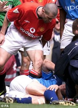 Roy Keane, Manchester United skipper, shouts at Manchester City's Alfie Haaland.jpg
