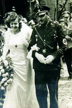 SS-Standartenführer_Hochzeit.jpg