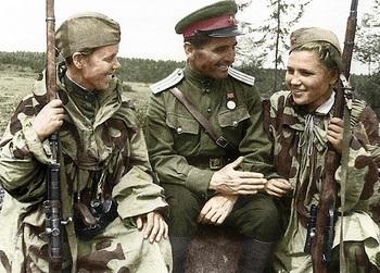 Soviet sniper's in Kursk 1943.jpg