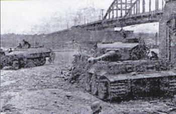 Tiger I at the Arnhem Bridge.JPG
