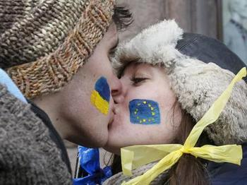 Ukraine EU_Students kiss.jpg