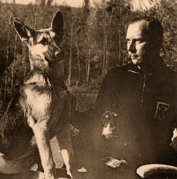 Wilhelm Mohnke&Dog.jpg