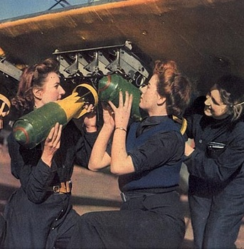 Women's Royal Naval Service (WRENS)_WrenLoadingBombs1942.jpg