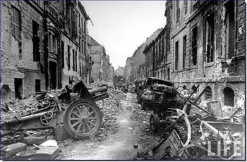 berlin-destroyed-1945.jpg