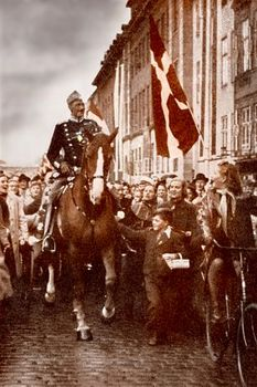 danish_king_christian_x_in_copenhagen_1940.jpg