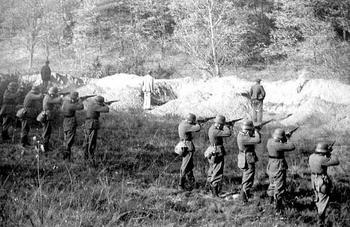 einsatzgruppen-nazi-death-squads-006.jpg