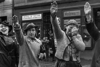 heil-hitler-woman.jpg
