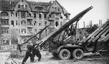 loading_Katyushas_1945.jpg