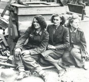 luftwaffe female auxiliary members.jpg