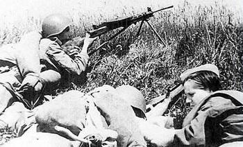 soviet-russian-soldier-nurse-kursk.jpg