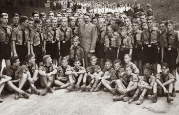 the_hitler_youth_meeting_hitler_at_Obersalzberg_1937.jpg