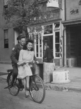 us-soldier-giving-japanese-girl-a-bicycle-ride.jpg