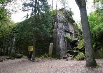 wolfsschanze_hitler_bunker.jpg