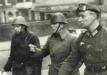 19400514_Kolonel Scharroo (met sigaret).jpg