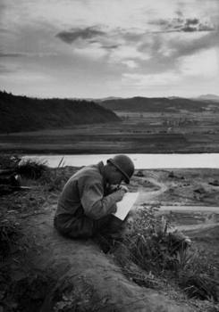 American_soldier_writing_a_letter_home.jpg