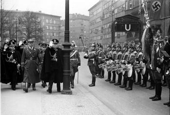Berlin, von Helldorf_italienische Polizeiführer, Parade.jpg