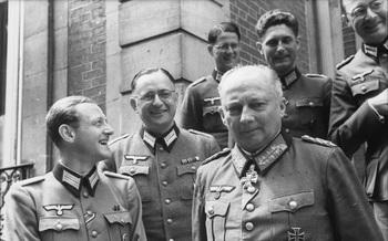 Besprechung_deutscher_Offiziere_Generalfeldmarschall Hans-Günther von Kluge.jpg