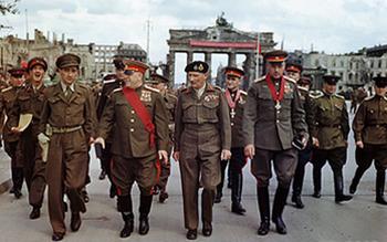 Brandenburg_Gate,_1945.jpg