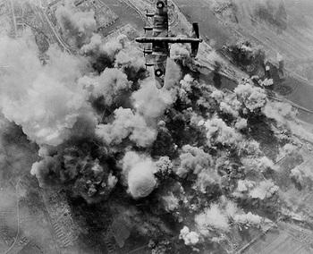 Bremen im Bombenhagel der RAF.jpg