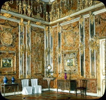Catherine_Palace_interior_-_Amber_Room_(1931).jpg