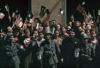 Cheering crowds in Florence during Hitler's state visit to Italy in May 1938.jpg
