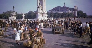 Crowds line the street to greet American soldiers after the liberation of Paris by Allied forces.jpg
