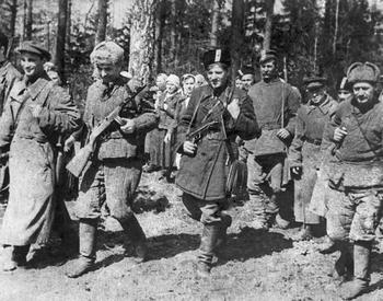 Партизаны после разгрома фашистов в селах Тарасовке и Шемякине.jpg
