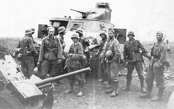 Ein Stoßtrupp bereitet sich vor. Charkow im Mai 1942..jpg