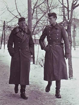 Erich von Manstein & his adjudant Alexander Stahlberg.jpg
