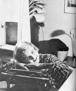 Eva Braun in the office of Heinrich Hoffmann.jpg