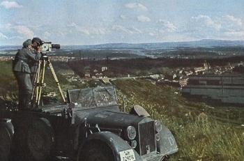 Filmberichter mit Askania-Stativkamera.jpg