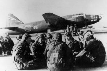 G4M2e_with_Okha_and_crew_1945.jpg
