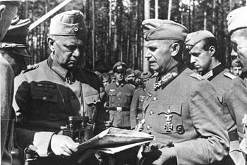 Generalfeldmarschall Walter von Reichenau talking to Generalleutnant Otto Stapf September 1941.jpg