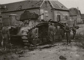 German soldiers and a knocked out french heavy tank Char B1 bis, France 1940.jpg