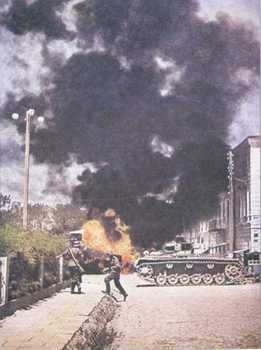 German troops taking a Russian City in July 1941.jpg