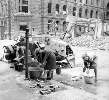 German_women_doing_their_washing.jpg