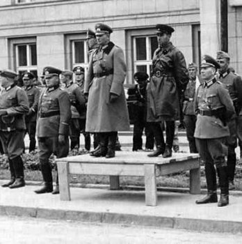 Guderian and Krivoshein, joint parade, Brest '39.jpg