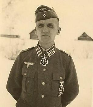 Hasso-Eccard Freiherr von Manteuffel 1941.jpg