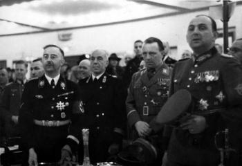 Heinrich Himmler, italienischer Polizeioffizier, Wolf-Heinrich Graf von Helldorf, Kurt Daluege.jpeg