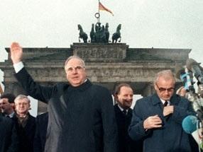Helmut Kohl  Brandenburger Tor.jpg