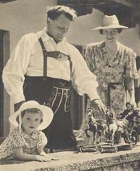 Hermann Emmy Edda Göring.jpg