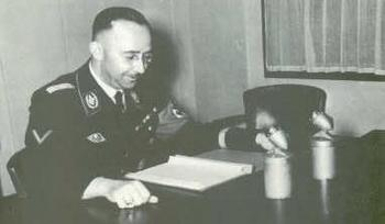 Himmler making a radio address on German Police Day.jpg
