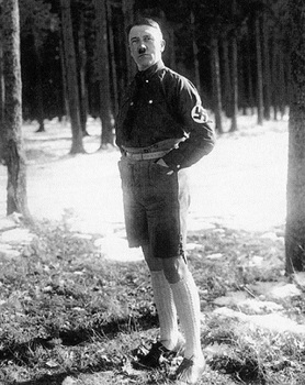 Hitler-in-Shorts-in-The-Late-1920s.jpg