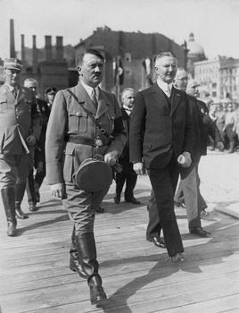 Hitler Schacht.jpg
