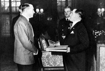 Hitler with the General Oshima.jpg