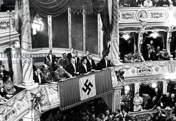 Hitler, Buerckel, Goebbels, Seyss-Inquart, Bormann at the Opera in Vienna.JPG